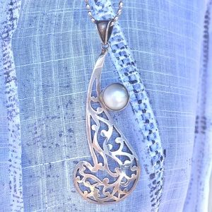 Sterling silver & fresh water pearl pendant